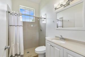 Grooms Bathroom 1